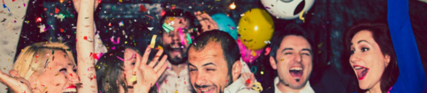Imagen de personas festejando.