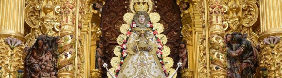 La Virgen del Rocío en su altar