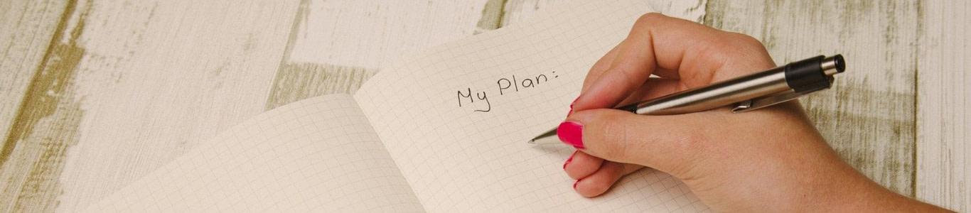 Imagen de una persona escribiendo