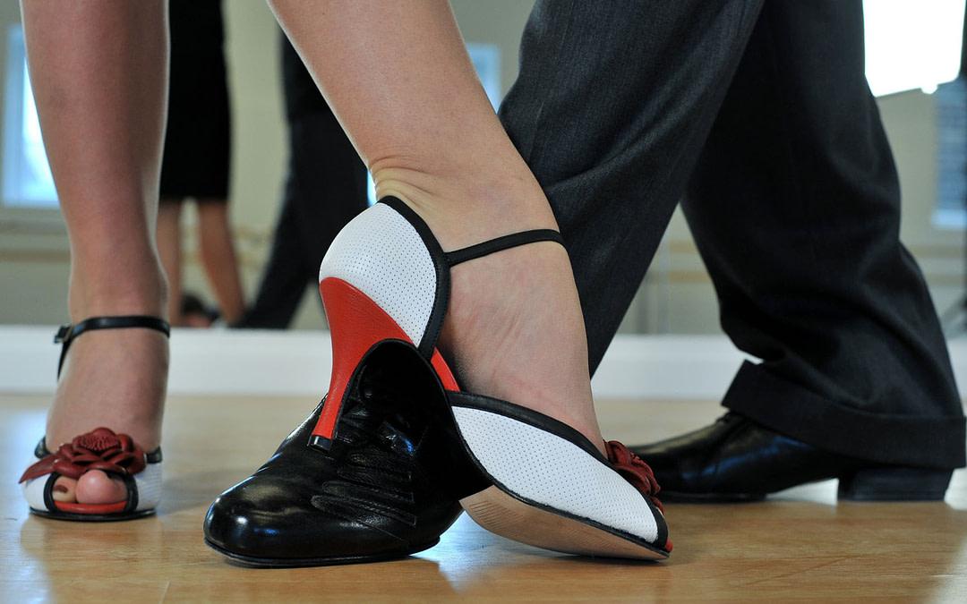 Tips y sugerencias para escoger los zapatos adecuados para bailar tango